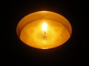 Yom_Hashoah_candle